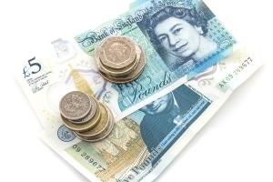 Bei einem Verstoß gegen die Verkehrsregeln in England sieht der Bußgeldkatalog hohe Geldsanktionen vor.