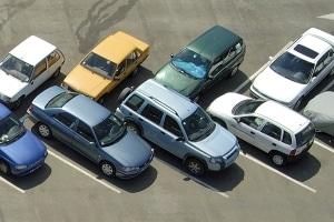 Die Verkehrsregeln in den USA schreiben farbige Markierungen für Halteverbote vor.