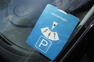 Die Verkehrsregeln in Irland schreiben nicht selten eine Parkscheibe vor.
