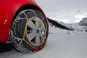 Die Verkehrsregeln in Norwegen schreiben im Winter Schneeketten vor.