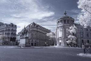 Es gibt zudem auch besondere, nur regilan gültige, Verkehrsschilder in Frankreich.