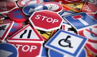 Welche Verkehrsschilder in Italien sind besonders wichtig?