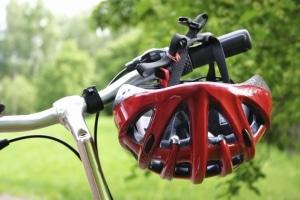 Durch das Tragen eines Helms können Sie Ihre eigene Verkehrssicherheit auf dem Fahrrad erhöhen.