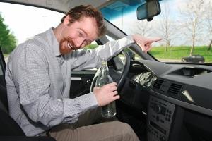 Verursachen Sie einen Verkehrsunfall mit Alkohol am Steuer, ist Ihr Führerschein erstmal weg.