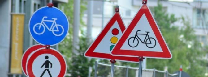Verkehrsschilder regeln in Frankreich den Verkehr.