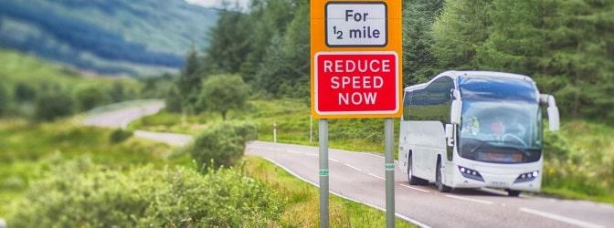 Die Verkehrszeichen in Irland unterscheiden sich teils deutlich von denen in Deutschland.