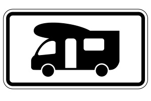 Dieses Zusatzzeichen trägt die Nummer VZ 1048-17. Damit gilt ein Verkehrszeichen nur für Wohnmobil-Fahrer.