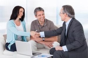 Versicherungsschutz: Mit einer Rechtsschutzversicherung im Bereich Verkehrsrecht sind Sie auch für mögliche Anwaltskosten gewappnet.