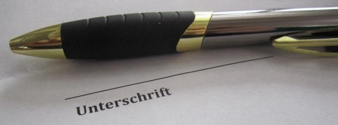Bei dem Verzicht auf die Fahrerlaubnis darf die Unterschrift am Ende des Schreibens nicht fehlen.