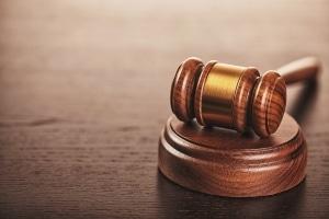 Vorsätzliche Sachbeschädigung kann mit einer Freiheits- oder Geldstrafe geahndet werden.