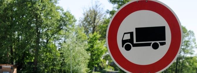 Die Vorschriftszeichen regulieren viele Verkehrssituationen.