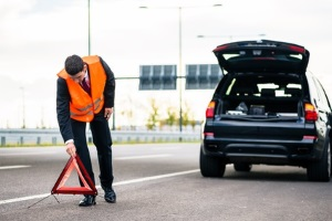 Die Warnweste im Auto soll bei einer Panne auf der Autobahn schwerwiegende Folgeunfälle verhindern.
