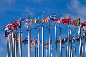 Wie sind die Regelungen zur Warnwestenpflicht in Europa?