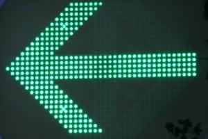Der grüne Pfeil gehört zu den Wechsellichtzeichen.