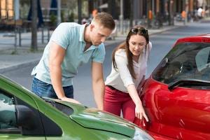 Die Wertminderung nach einem Unfall mit dem Neuwagen ist enorm.