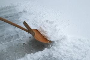 Wer in Bezug auf Winterreifen seine Pflicht missachtet, riskiert ein Bußgeld.