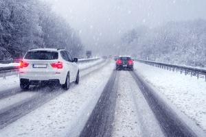 Winterreifen besitzen bei nasser oder kalter Witterung eine besondere Haftung.