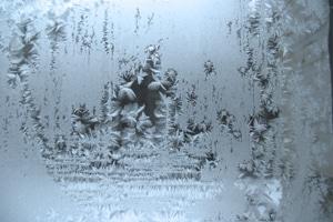 Autofahrer sollten sich lieber früh als spät darum bemühen, die Winterreifenpflicht umzusetzen.