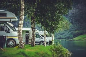 Auf einem Campingplatz dürfen Sie Ihr Wohnmobil abstellen.